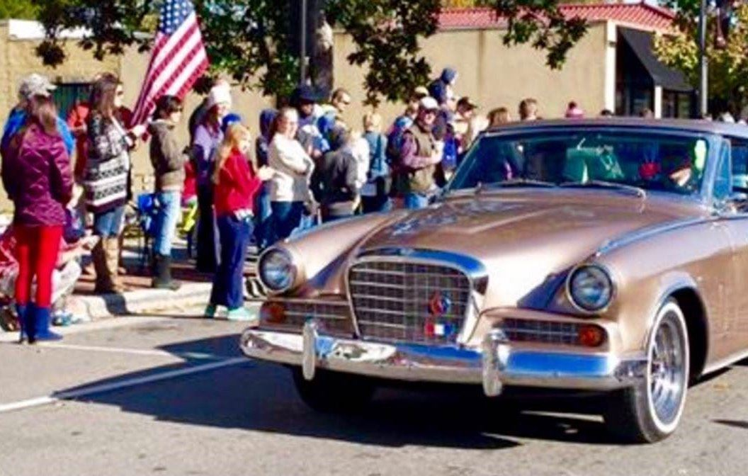 Veterans Parade 2016 - Thom and Vicky Thomas Studebaker driving US Navy WWII veteran Ron Andrews